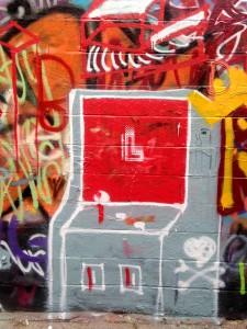 baltimore street art - the crown