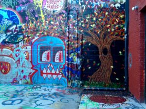 baltimore-street-art-snare-blue-skull-and-fall-tree
